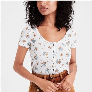 American Eagle floral zelly top